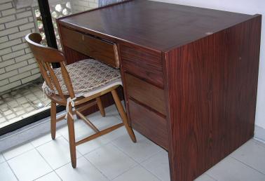 【搬家急售】胡桃木色书桌-591